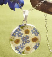 Fresh Daisy Circle Pendant Necklace